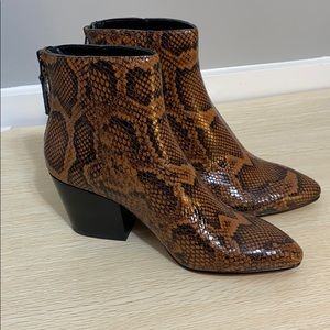 NWT in box Dolce Vita Coltyn Boot Caramel Zip Back